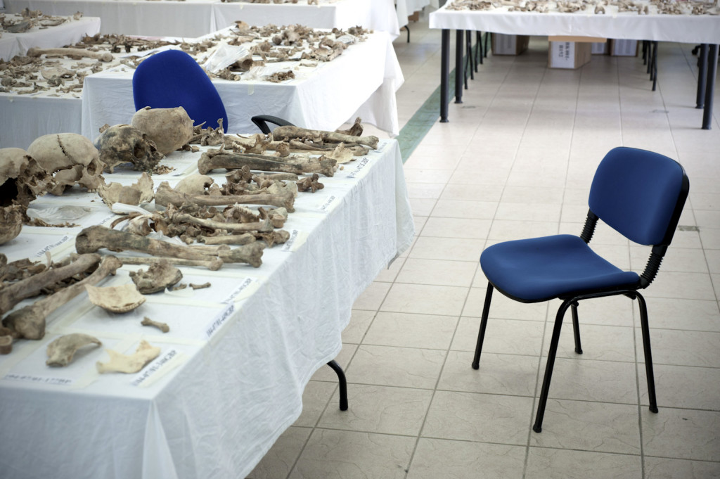 Living on the Edge. Cipro, Area ONU.  Laboratorio forense del CMP.