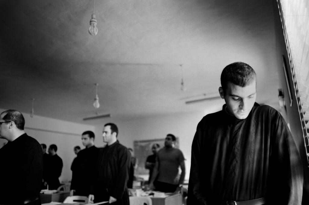 Kfifane, Libano. Ogni anno il  monastero dei Santi Cipriano e Giustina accoglie centinaia di giovani seminaristi da tutto il mondo. Settembre 2011. © Linda Dorigo