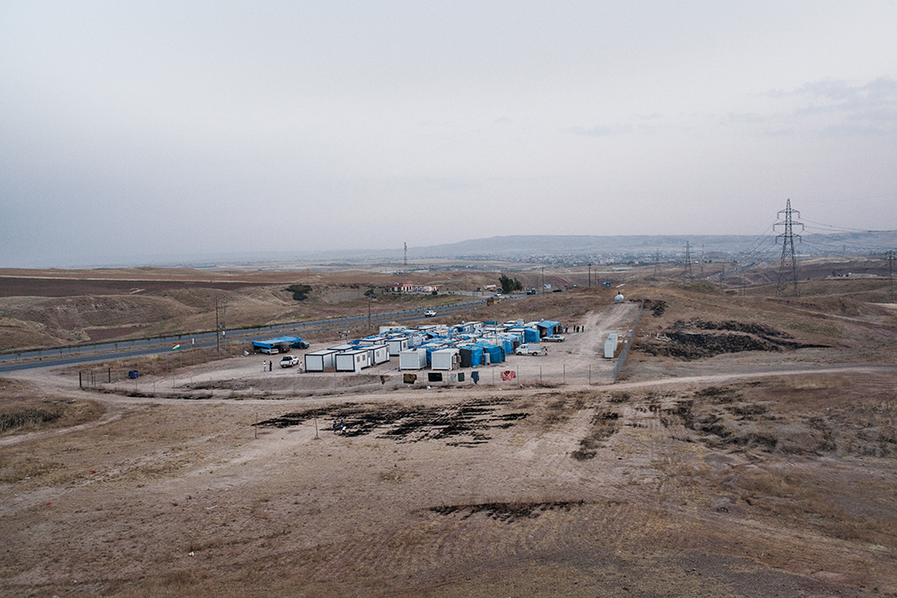 24/05/15 - Chermo camp, Chamchamal, Iraq - A view of Chermo Camp, on the way between Sulaimaniyah to Chamchamal (visible in the far back of the picture). © Dario Bosio and Stefano Carini/Metrography