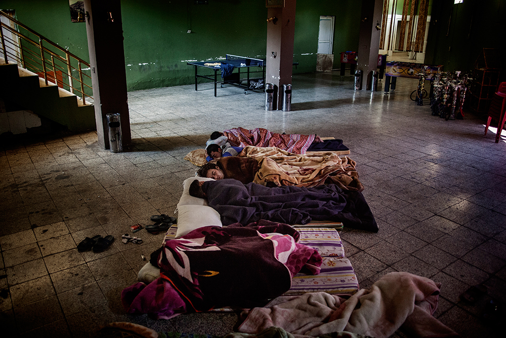 04/06/2014. Shaqlawa, Iraq. - A group of displaced men from Al Anbar and Syria sleep on the floor at the Gazino cafe, where they all work as waiters. © Rawsht Twana/Metrography
