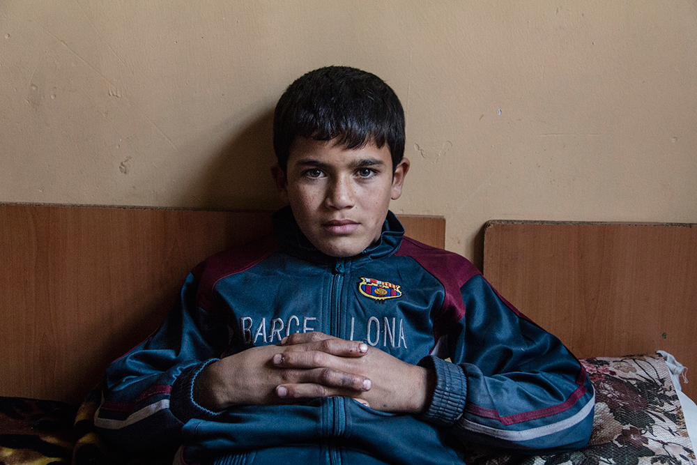 17/12/14 - Sulaymaniyah, Iraq - A portrait of Daham Faiaq 12, y.o. refugee from Kobane, Syria inside his room at the Babosi Hotel, where families of Iraqi IDPs live together with refugees from Syrian Kurdistan. © Aram Karim/Metrography