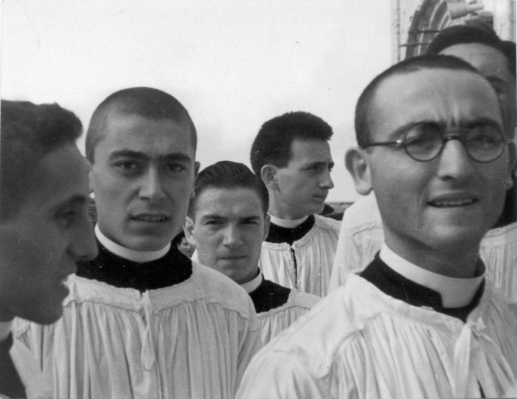 """Luigi Crocenzi, """"Andiamo in processione"""", Il Politecnico n.35, gennaio-marzo 1947 © Archivio Luigi Crocenzi - CRAF Spilimbergo"""