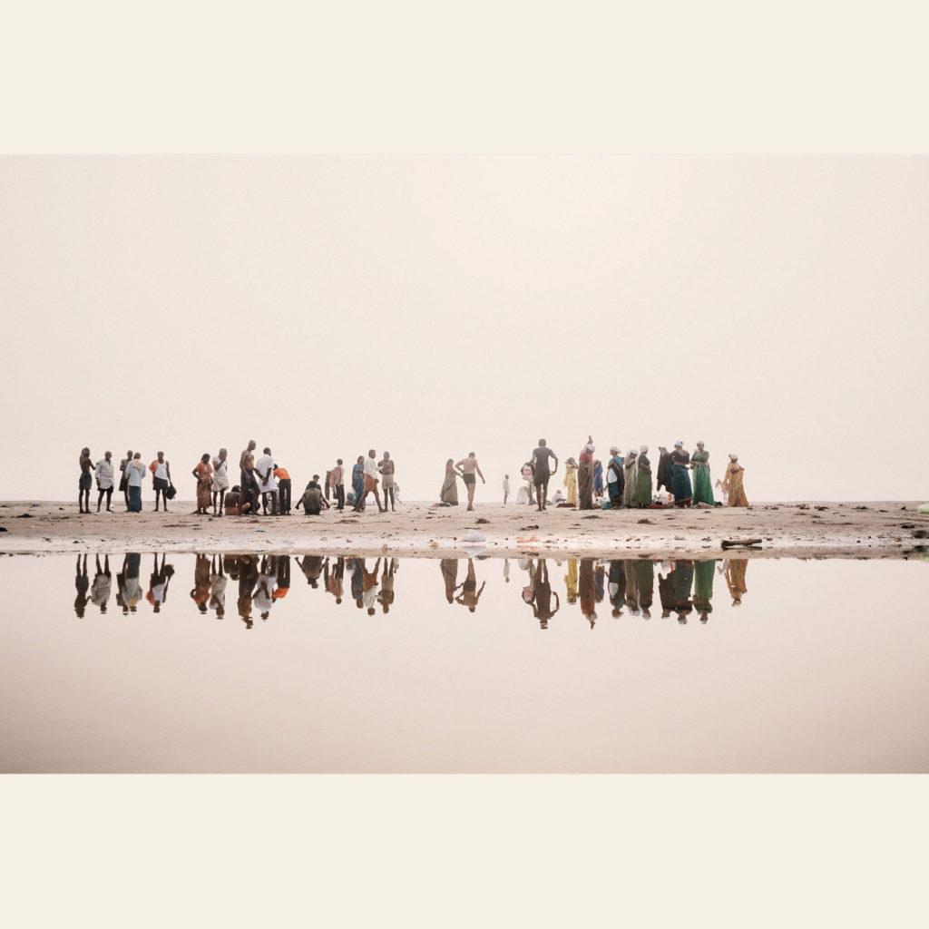 Fedeli indù lungo le rive del Gange, Varanasi, 2008 - © Giulio Di Sturco.