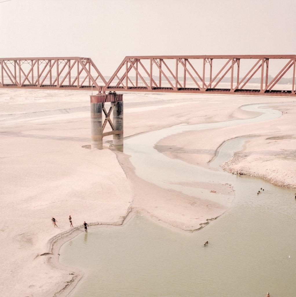 Il ponte ferroviario Bhairab, dove il Gange arriva in Bangladesh, dopo la diga di Farakka - © Giulio Di Sturco.