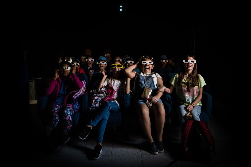 Viagrande (Catania), Museo dell'Etna, bambini di una scuola primaria all'interno della sala Cinema 3D. © Alessandro Gandolfi