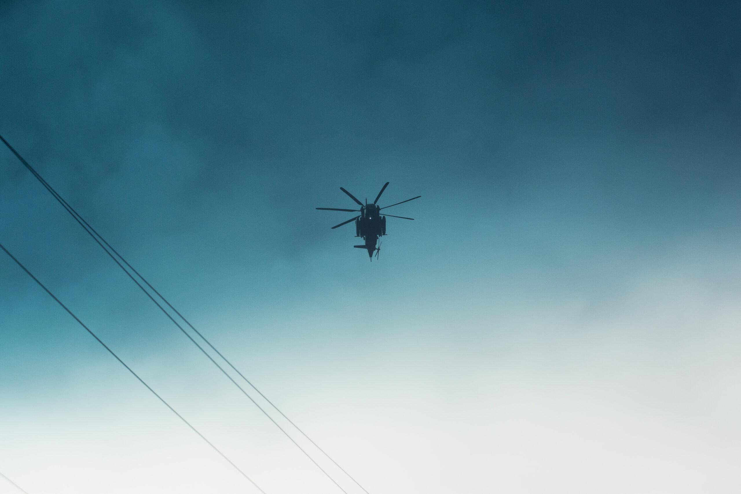 Un elicottero sorvola l'area Leilani Estates di Big Island, Hawaii, durante l'eruzione del vulcano Kilauea. © Gaia Squarci